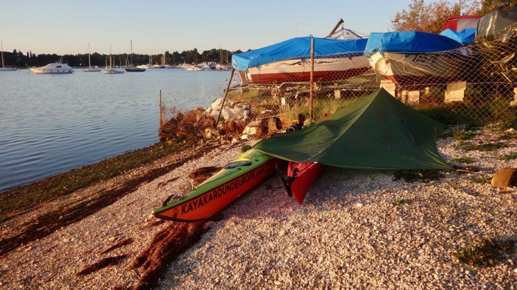 Spaní na psí pláži v Chorvatsku
