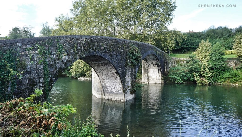 Starý most ve městě Bera
