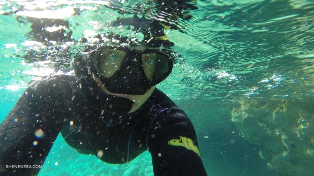 She Nekesa, pod vodou