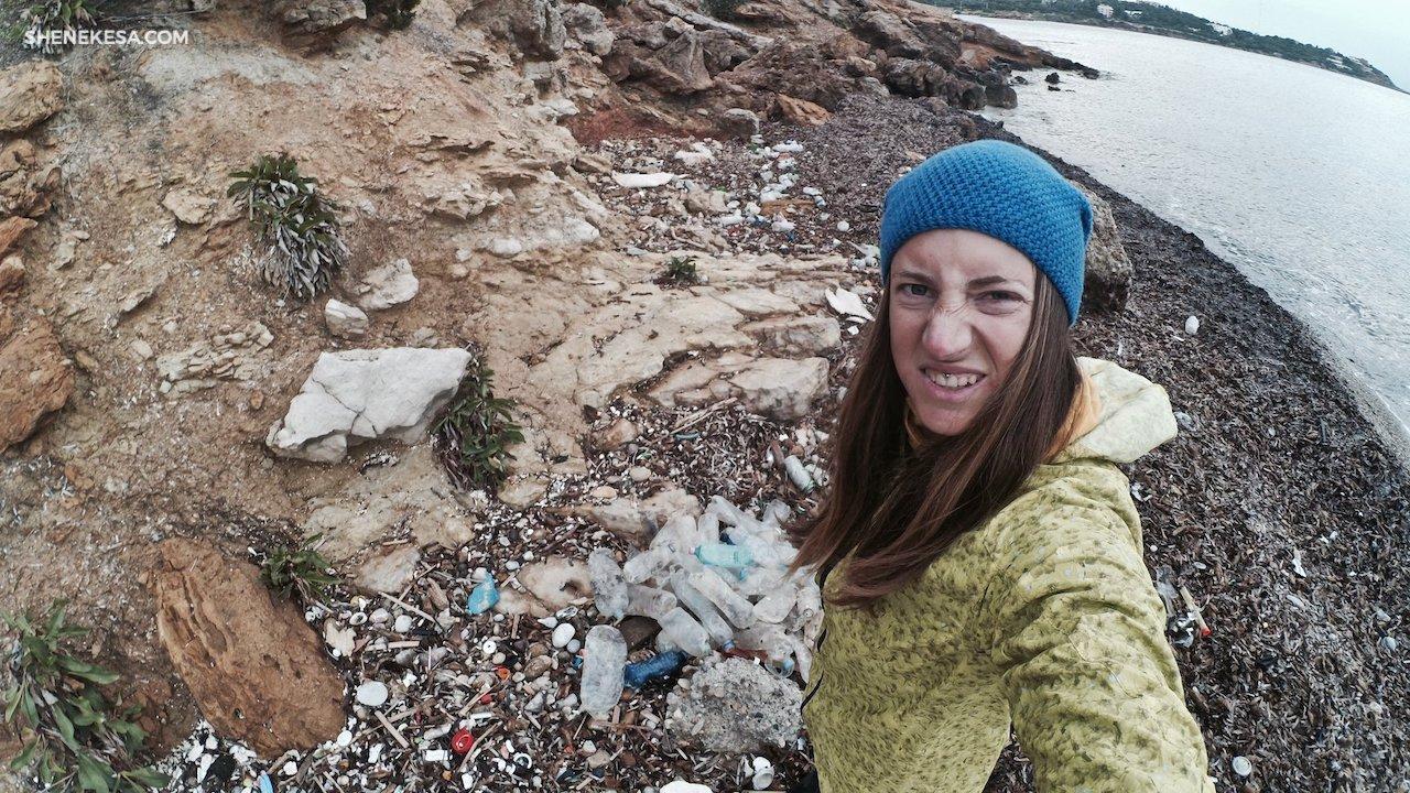 odpad na pláži v Aténách, SHE Nekesa