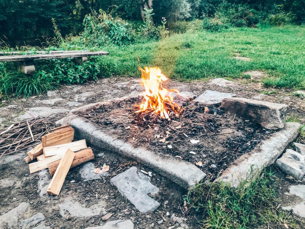 Ohniště v Kempu ve Štěkeni